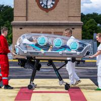 """Die innovativen """"EpiShuttles"""" erlauben es, den Patienten wie in einer  Isolierstation zu transportieren (Quelle: EpiGuard)."""