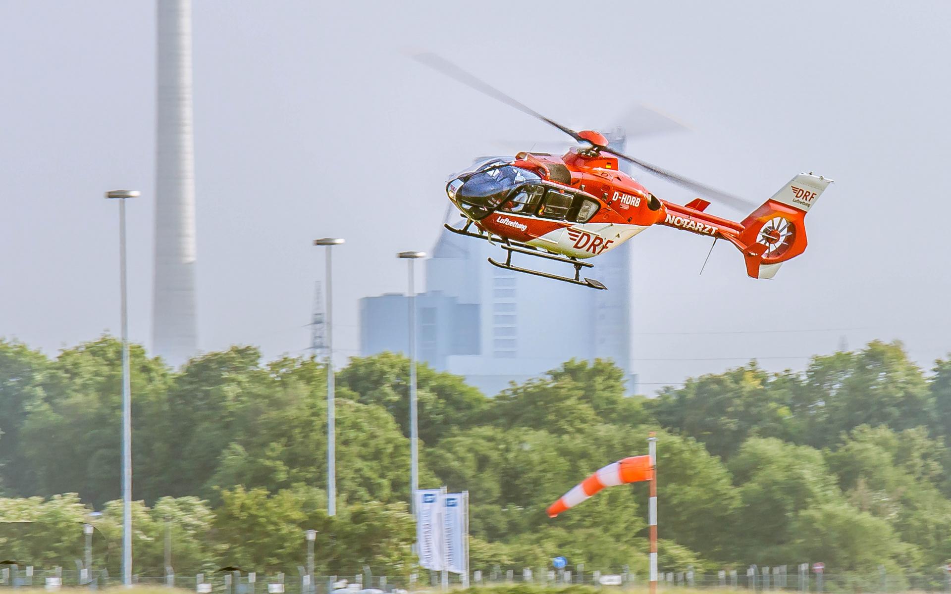 """Drei Hubschrauber der DRF Luftrettung haben Blut und Blutprodukte an Bord: """"Christoph 47"""" in Greifwald, """"Christoph 53"""" in Mannheim und """"Christoph Regensburg"""""""
