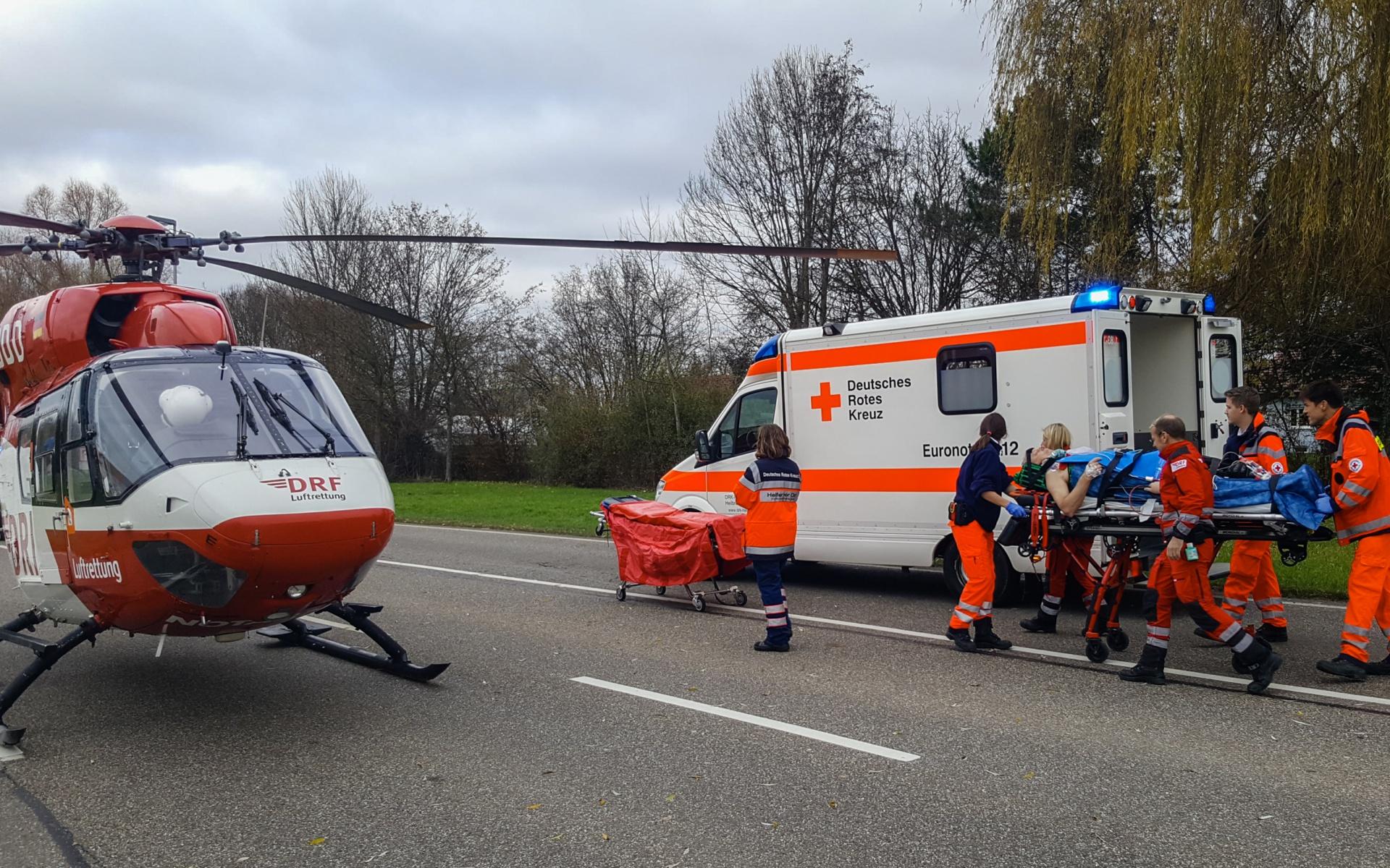Mann bei Autounfall verletzt | DRF Luftrettung Mobile