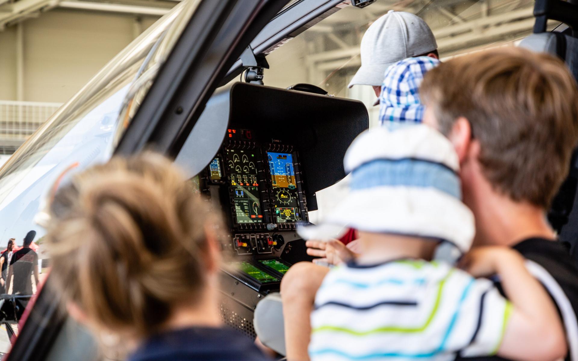 Sehr begehrt waren natürlich auch die Plätze im Cockpit.