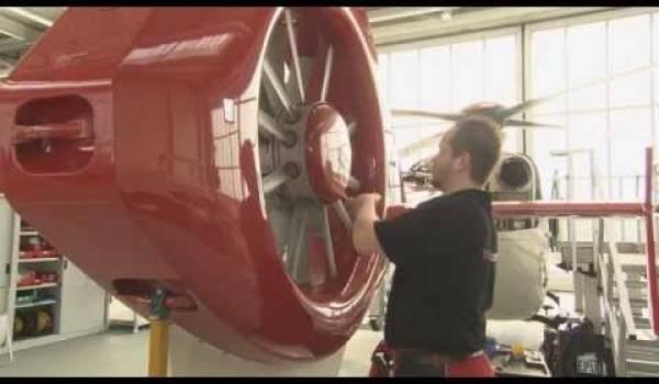 Embedded thumbnail for Wartung eines Rettungshubschraubers in der Werft