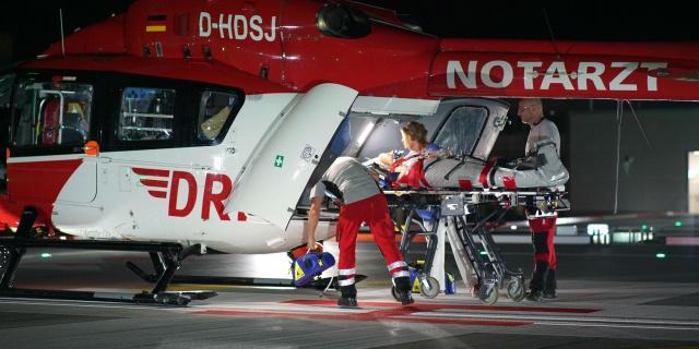 Nachtflug für Christoph Regensburg: Eine Seniorin muss schnellstmöglich ins Klinikum Deggendorf transportiert werden.