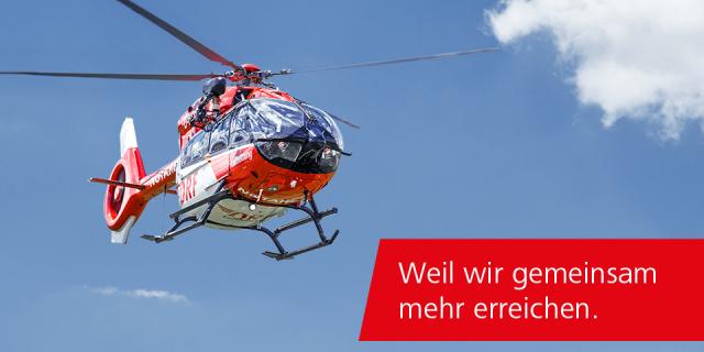 Ein Hubschrauber der DRF Luftrettung im Flug.